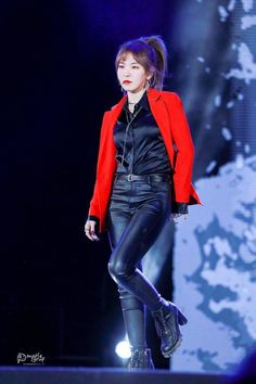 """cross 💫さんのツイート: """"wbk that women wear suits better than men… """" Stage Outfits, Kpop Outfits, Sexy Outfits, Red Velvet Suit, Wendy Red Velvet, Velvet Style, Seulgi, Boys Suits, Satin Blouses"""