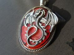 Red and black oval medieval dragon pendant. Perfect for fantasy magic roleplayer or dragon lover. Dragon Rouge, Fantasy Magic, Medieval Dragon, Medieval Jewelry, Resin Coating, Dragon Pendant, Larp, Character Inspiration, Brooch