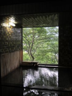 Zen and the Art of Bathing: 12 Serene Soaking Tubs Sitting in a hot bath with a forest view and a breeze on the face is pretty close to our idea of heaven. Here are 12 of our favorite indoor-outdoor Japanese-inspired soaking tubs: Japanese Bathtub, Japanese Soaking Tubs, Deep Soaking Tub, Japanese Sauna, Japanese Bath House, Miyagi, Soho Loft, Forest View, Interior Minimalista