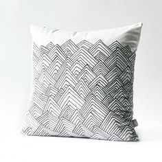 Mountain Geometric throw pillow for home decoration 18 in