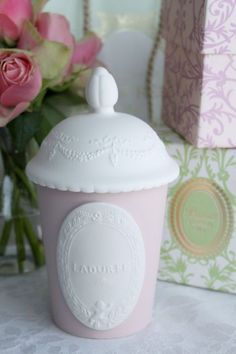 Laduree candle    /thesparkletouch.blogspot.com