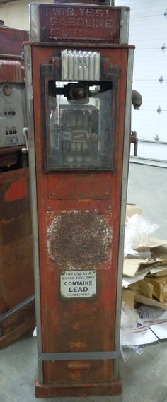 Very cool unrestored Gilbarco gas pump Old Gas Pumps, Vintage Gas Pumps, Firestone Tires, Pompe A Essence, American Pickers, Old Gas Stations, Fuel Oil, Filling Station, Porcelain Signs