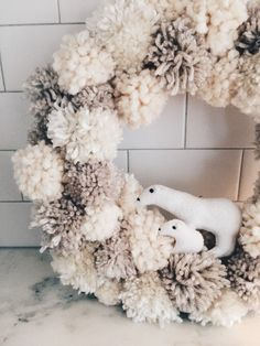 ADORABLE!!! Winter wonderland pom-pom wreath – twineandtable