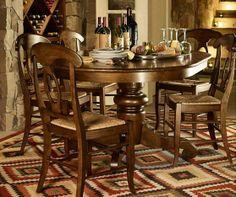 Comedor ovalado base torneada con sillas Napoleón
