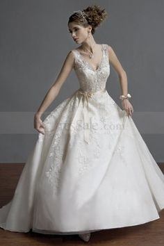 Lace V-necked for Opulent Princess Wedding Gowns with Sash