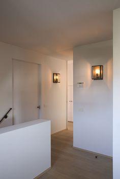 Scones for hallway Home Living Room, Interior Design Living Room, Interior Architecture, Interior And Exterior, Casa Patio, Dutch House, House Entrance, Home Lighting, Interior Styling