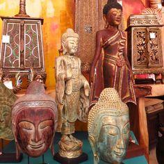 Si de Budas se trata, BENARES DECORACIÓN ASIÁTICA trae la mejor colección de piezas únicas e irrepetibles. Los encontrarás en tallas, bustos, cuadros, en diferentes posiciones de mudras y diferentes técnicas de pinturas.