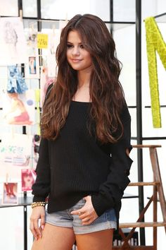 Another classy style by Selena :)