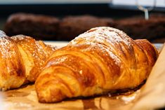 While brunch is a new addition to the Madrid dining scene, there are now lots of places to get your egg fix. Here are the best brunch places in Madrid. Le Croissant, Almond Croissant, Caramelized Bananas, Flaky Pastry, Homemade Pancakes, Brunch Spots, Dessert Buffet, Yummy Smoothies, French Pastries