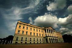 Slottet - the Oslo Royal Palace and the true meaning of waterproof