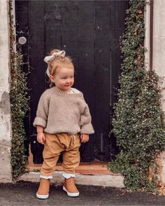 Feb 2019 - Ok, we need this outfit in our size. 😍👌🏠So Cute Baby, Cute Kids, Cute Babies, Baby Kids, Toddler Girls, Baby Boy, Baby Girl Fashion, Toddler Fashion, Kids Fashion