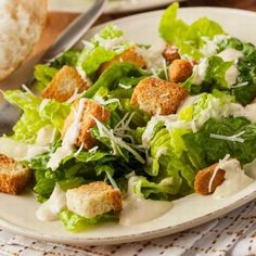 healthy green organic caesar salad with cheese and croutons Dressing Recipe, Salad Dressing, Real Food Recipes, Cooking Recipes, Healthy Recipes, Caesar Salad Cheese, Cesar Salat, Classic Caesar Salad, A Food
