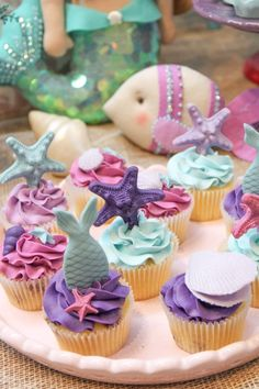 We selected more than 50 photos to be inspired for party decoration in the theme Mermaid or Little Mermaid. Costume Birthday Parties, 4th Birthday Cakes, Baby Birthday, Birthday Party Themes, Little Mermaid Parties, Under The Sea Party, Party Decoration, Mermaid Cakes, Mermaid Birthday