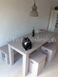 Twizziedesign steigerhout eettafel met krukjes en bank
