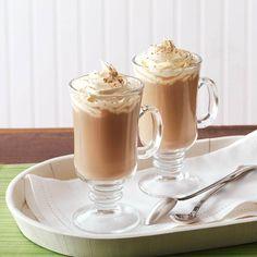 8 Recipes for Irish Drinks - Have a decadent Irish Cream, Peppermint Hot Chocolate, Irish Coffee or one of these other Irish drinks to celebrate St. Martini Recipes, Cocktail Recipes, Cocktails, Alcoholic Beverages, Yummy Drinks, Yummy Food, Irish Cream Coffee, Irish Drinks, Foie Gras