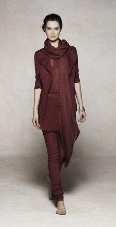 The 7 exclusive journalSarah Pacini, collection pret à porter printemps/été 2012.
