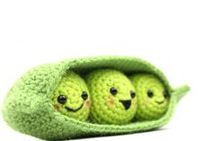 Get the PDF pattern to the adorable Peas in a Pod Food Friends crochet pattern! This is a very easy and quick crochet pattern that everyone will love. Crochet Cupcake, Crochet Fruit, Crochet Birds, Crochet Food, Crochet Bear, Crochet Animals, Quick Crochet Patterns, Fast Crochet, Crochet Amigurumi Free Patterns