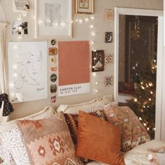 room ideas, from the House & Garden archive. Clever ideas for making small spaces and small houses look bigger, from storage solutions to design Diys Room Decor, Bedroom Decor, Home Decor, Bedroom Ideas, Cosy Bedroom, Bedroom Lighting, Decoration Inspiration, Decoration Design, Decor Ideas