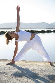 http://www.yogaonline.nl/web/Oefeningen/houdingen-Tonen-op/Driehoek-Utthita-Trikonasana-23.htm