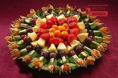 фруктовая нарезка-Party platters are all beautiful! Salad Bar, Fruit Salad, Appetizers For Party, Appetizer Recipes, Dessert Dips, Party Platters, Fruit Plate, Veggie Tray, Best Fruits