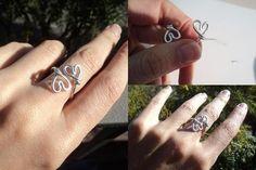 DIY: anillo corazones de alambre de aluminio - http://www.manualidadeson.com/diy-anillo-corazones-de-alambre-de-aluminio.html