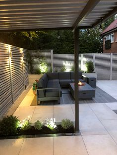 Our EM Orta paving is stunning and creates a contemporary garden space. Thank you to Autumn Landscapes for sharing their latest work with us. Back Garden Design, Garden Design Plans, Garden Landscape Design, Outdoor Paving, Outdoor Pergola, Garden Paving, Backyard Patio Designs, Small Backyard Landscaping, Corner Garden Seating