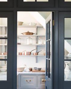 walk in pantry storage space Kitchen And Bath, New Kitchen, Country Kitchen, Kitchen Black, Awesome Kitchen, Kitchen Ideas, Kitchen Decor, Kitchen Pantry Design, Kitchen Pantries