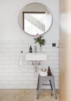 | Sleek and ultra-stylish bathroom i