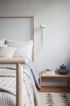 Post- The Modhemian Cozy Bedroom Styling: My Modhemian Blanket Round Up — The Modhemian Simple Bedroom Decor, Guest Bedroom Decor, Small Room Bedroom, Cozy Bedroom, Guest Bedrooms, Bedroom Ideas, Nordic Bedroom, Teen Bedroom, Bedroom Inspiration