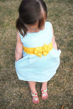 What in the what? An easter dress done before easter? Yep! Totally nailed it this year. I am usually scrambling to get an easter dress put together a few days before easter. Not this year, spring is coming, bulbs are springing up and I was excited to make an easter dress! I found a seersucker …