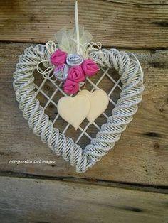 5 Min Crafts, Rope Crafts, Diy And Crafts, Fun Crafts, Newspaper Basket, Newspaper Crafts, Heart Diy, Heart Crafts, Willow Weaving