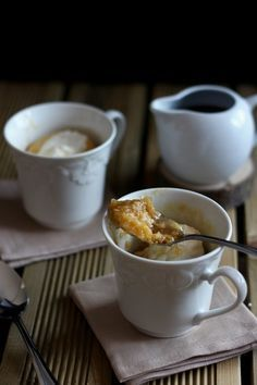 Pouding chômeur à l'érable dans une tasse Desserts With Biscuits, Mug Cake Microwave, Pineapple Cake, Cooking For One, Easy Desserts, Sweet Tooth, Pudding, Tasty