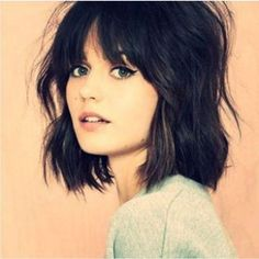 Pixie Haircuts With Bangs - Styles Art Shoulder Length Hair With Bangs, Short Hair With Bangs, Black Hair Bangs, Black Hair Cuts, Medium Hair Cuts, Haircut Medium, Grunge Hair, Hairstyles With Bangs, Bangs Hairstyle