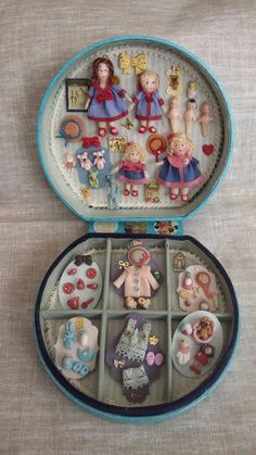 Tiniest of tiny dolls.Cute little Dolls~&~Clothes with their own Tiny~Little~Babies.And in their Little~Storage~Case. Tiny Dolls, Old Dolls, Fabric Dolls, Paper Dolls, Baby Clothes Storage, Doll Display, Doll Crafts, Antique Toys, Miniature Dolls