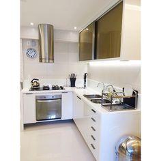 """""""Preview de uma cozinha nos tons de dourado e branco que vem por aí! ✨✨✨ #fabricaarquitetura #instacool #instadecor #salas #cool #interiores #arquitetura…"""""""