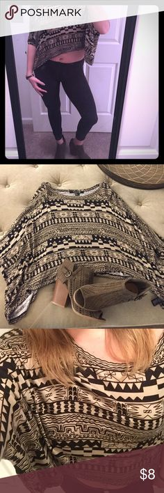 Tribal print Forever 21 crop top Comfortable! Looks great with leggings, jeans, black pants, jean shorts.. I could go on! Size Small. Excellent condition! Forever 21 Tops Crop Tops
