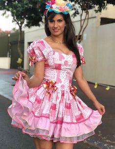 Vestidos para Festas Juninas | Como fazer em casa Girly Girl Outfits, Cute Outfits, Cute Dresses, Girls Dresses, Maid Dress, Traditional Dresses, Homecoming Dresses, Dress Skirt, Party Dress
