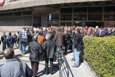 Imágenes del minuto de silencio que se ha guardado hoy a las 12.00 horas en la sede de UGT en Madrid.#Germanwings