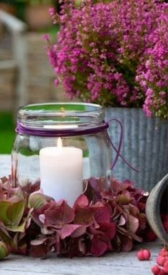 Herbst DIY Herbst DIY The post Herbst DIY appeared first on Geburtstag ideen. Deco Nature, Candle In The Wind, Deco Floral, Candle Lanterns, Diy Candles, Decoration Table, Floral Arrangements, Fall Decor, Mason Jars