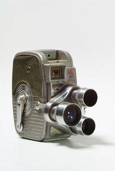 Camara de Cine 8mm Keystone K27, con montura giratoria (torreta) para seleccion de lentes: Wide Angle (8mm), Normal (30mm) y Telefoto (75mm).     $120 US