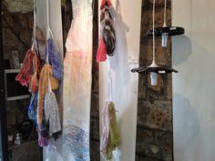 Sciarpe dipinte a mano in esposizione - Exposition of handpainted scarves