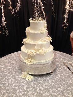 Lauren's wedding cake #flowers by Carol Lynn  Originals & Events
