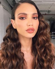 You can have some natural makeup ideas and look so gorgeous without being too much. These are some of the brunette natural makeup recommendations. Beauty Make-up, Beauty Hacks, Hair Beauty, Beauty Style, Fall Makeup Looks, Winter Makeup, Autumn Makeup, Peach Makeup Look, Coral Makeup