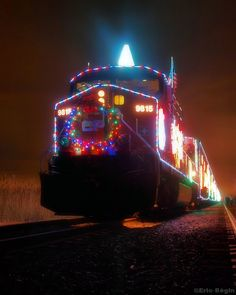https://flic.kr/p/7ji6qX | 2009 Canadian Pacific Holiday Train | Les Cedres – November 29, 2009.  The Canadian Pacific Holiday Train hits the rails again this November, visiting over 130 communities in eight states and six provinces.  In the last decade, the Holiday Train has helped raise $4 million and 2 million pounds of food for local food banks.