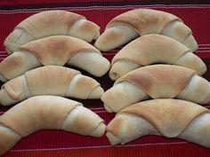 Ízes étkek: Tejfölös zsemle / kifli Hot Dog Buns, Hot Dogs, Pie, Bread, Desserts, Food, Torte, Tailgate Desserts, Cake