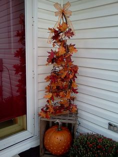 50 Gorgeous Diy Fall Outdoor Ideas For Home Inspiration That Look More Awesome - The decorations you select for the outside spaces of your wedding are the ones which will create the first impression of your wedding. Whether your gu. Tomato Cage Crafts, Tomato Cages, Tomato Tree, Autumn Decorating, Decorating Ideas, Decor Ideas, Porch Decorating, Room Ideas, Thanksgiving Decorations