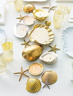 DIY spray painted shells DIY wedding planner with ideas and tips including DIY wedding decor and flowers. Everything a DIY bride needs to have a fabulous wedding on a budget! Seashell Projects, Seashell Crafts, Beach Crafts, Diy Projects, Seashell Candles, Diy Candles, Candle Wax, Gold Candles, Smelly Candles