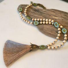 Boho Jewelry, Jewelry Crafts, Beaded Jewelry, Jewelry Ideas, Jewlery, Beaded Tassel Necklace, Art Deco Necklace, Aqua Blue, Blue Green