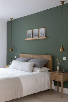 Green Bedroom Walls, Green Master Bedroom, Room Ideas Bedroom, Home Decor Bedroom, Green Bedroom Colors, Sage Green Bedroom, Cozy Master Bedroom Ideas, Scandinavian Bedroom Decor, Green Bedroom Design
