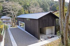 hexi atelier projects the concrete jitei house atop a hill in kyoto